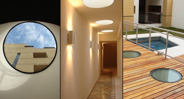 Pallier: Pasillos y recibidores de estilo  por Estudio Bono-Sanmartino