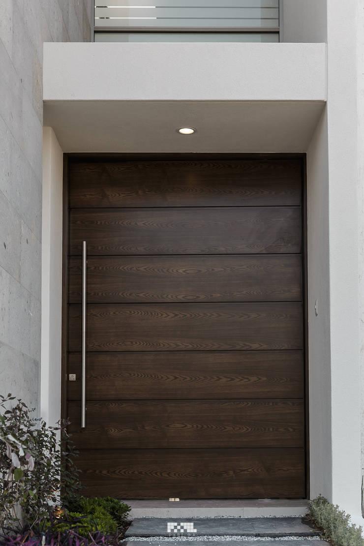 Virreyes 15: Ventanas de estilo  por 2M Arquitectura