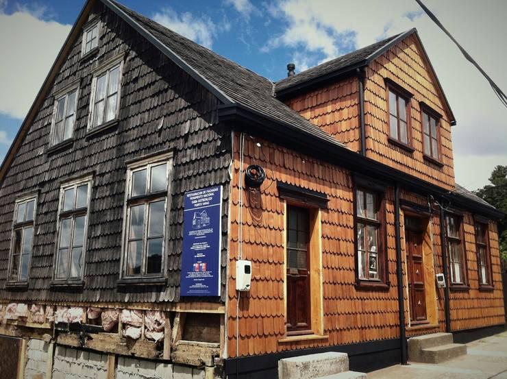 PROYECTO RESTAURACIÓN CASA GOTSCHLICH: Casas de estilo  por Moraga Höpfner Arquitectos
