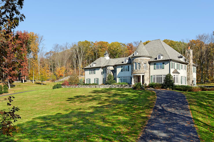 French Country Home, Katonah, NY:  Houses by DeMotte Architects, P.C.