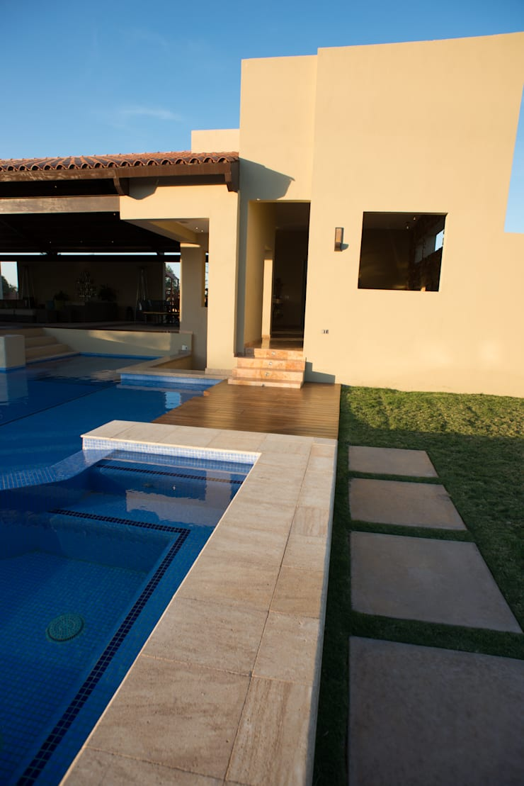 Houses by TAMEN arquitectura