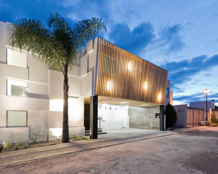 casa VIC: Casas de estilo  por NonWarp