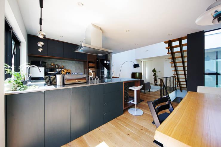 Cocinas de estilo moderno por TERAJIMA ARCHITECTS
