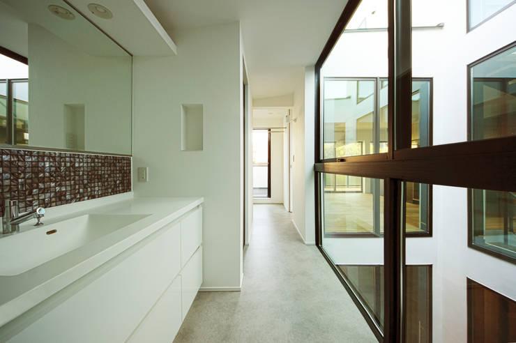 Baños de estilo moderno por TERAJIMA ARCHITECTS