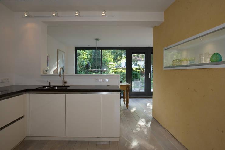 Keuken/eetkamer/tuin:  Keuken door De E-novatiewinkel
