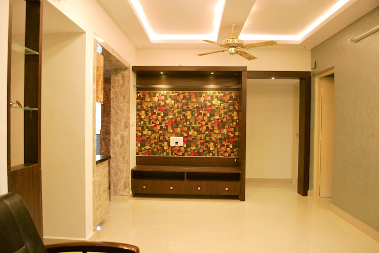 SPI Interiors:  Media room by Space Collage