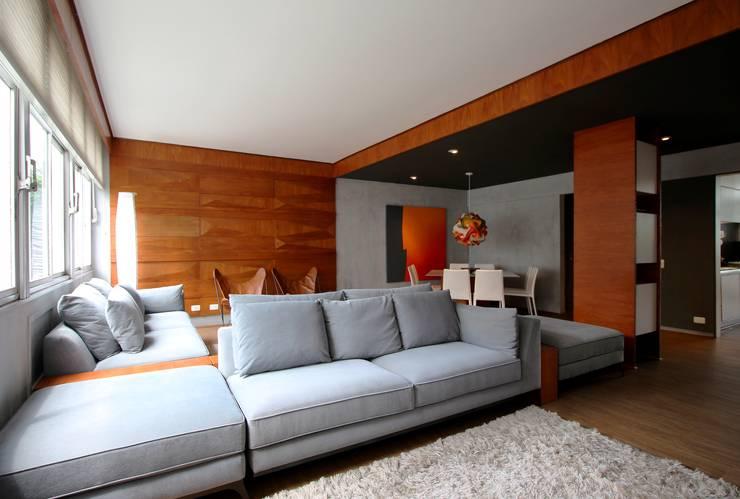 Salas de estilo minimalista por ROBERTO SPINA ARQUITETOS ASSOCIADOS