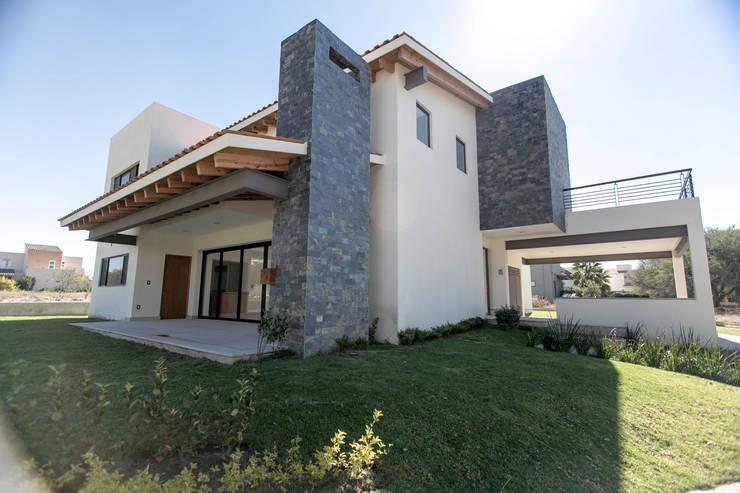 Campanario Purisima 204: Casas de estilo  por Arquitectura MAS