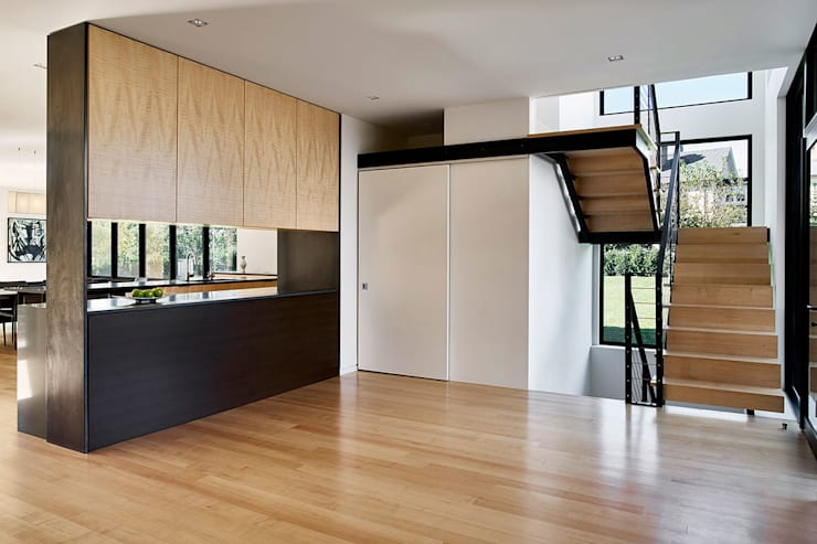 Rosedale Residence:  Corridor & hallway by KUBE Architecture
