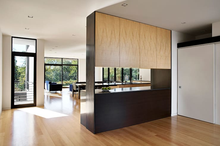 Rosedale Residence:  Kitchen by KUBE Architecture