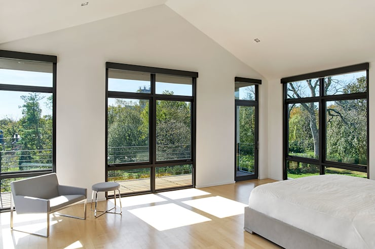 Rosedale Residence:  Bedroom by KUBE Architecture