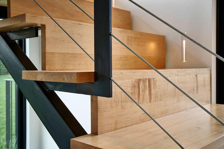 Koridor dan lorong by KUBE Architecture