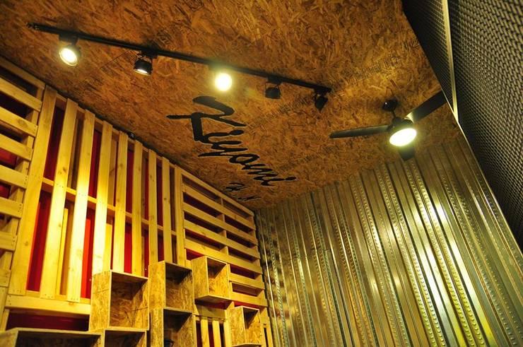 鹿港仿貨櫃屋室內設計:   by 貨櫃屋設計狂人