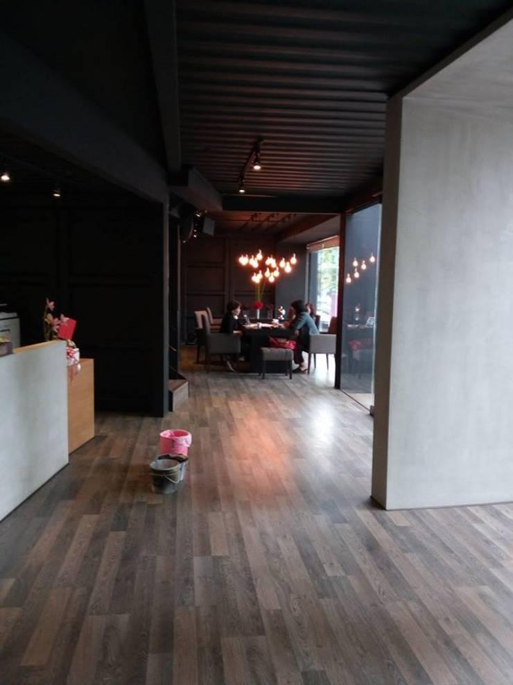 貨櫃咖啡屋:   by 貨櫃屋設計狂人