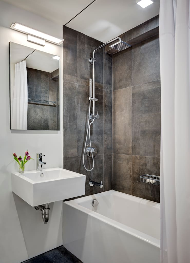 Guest Bathroom:  Bathroom by Lilian H. Weinreich Architects