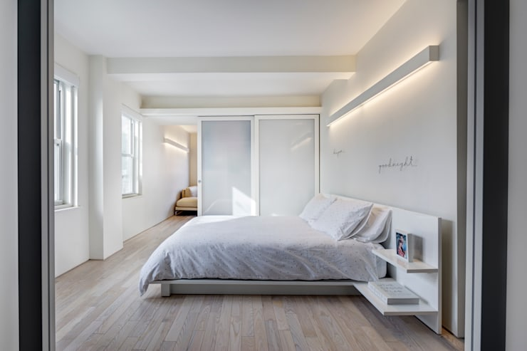 Master Bedroom:  Bedroom by Lilian H. Weinreich Architects