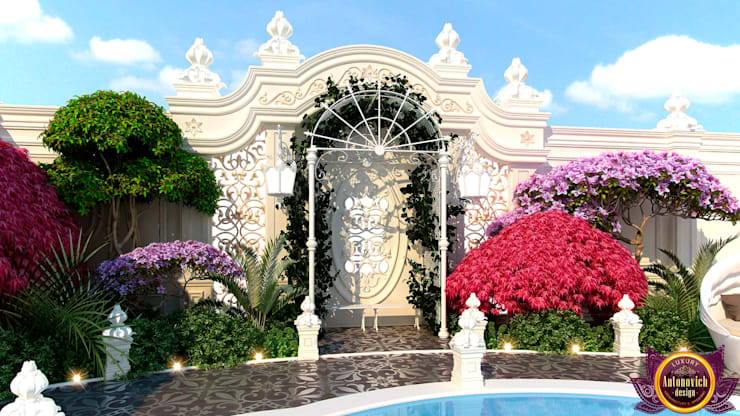 Luxury Landscaping  of Katrina Antonovich:  Houses by Luxury Antonovich Design, Mediterranean