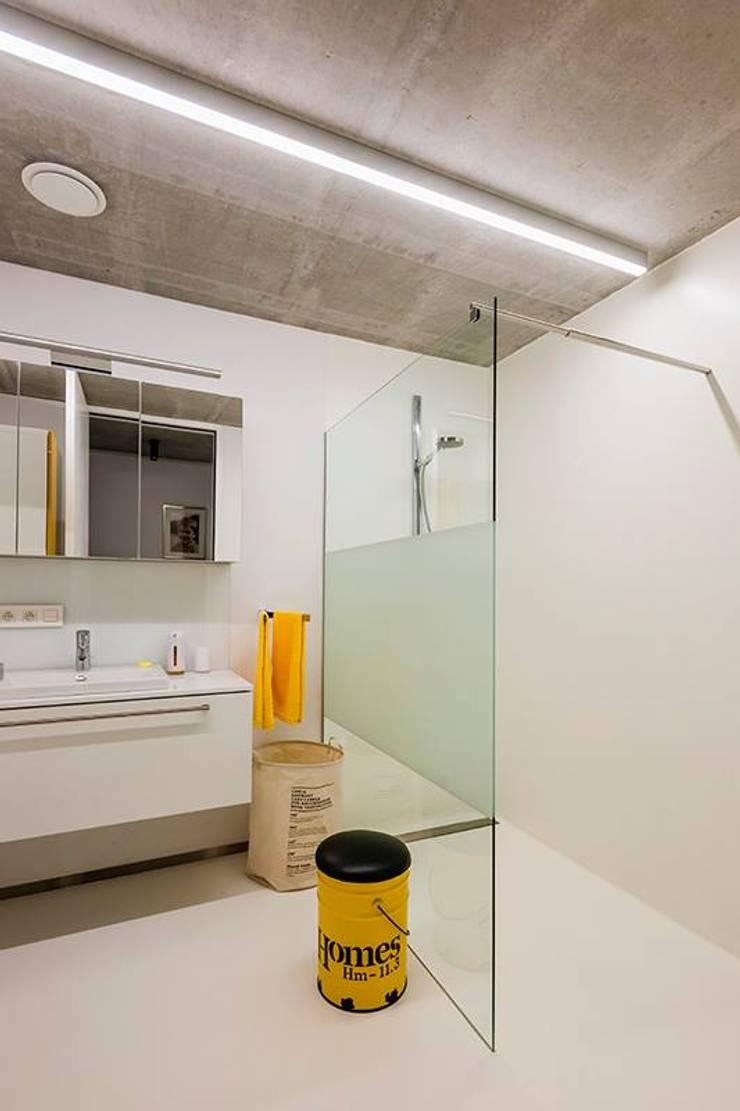 Nijsten – Vandeput:  Badkamer door Architectenbureau Dirk Nijsten bvba