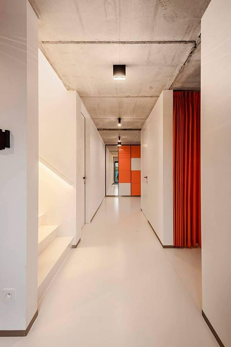 Nijsten – Vandeput:  Gang en hal door Architectenbureau Dirk Nijsten bvba