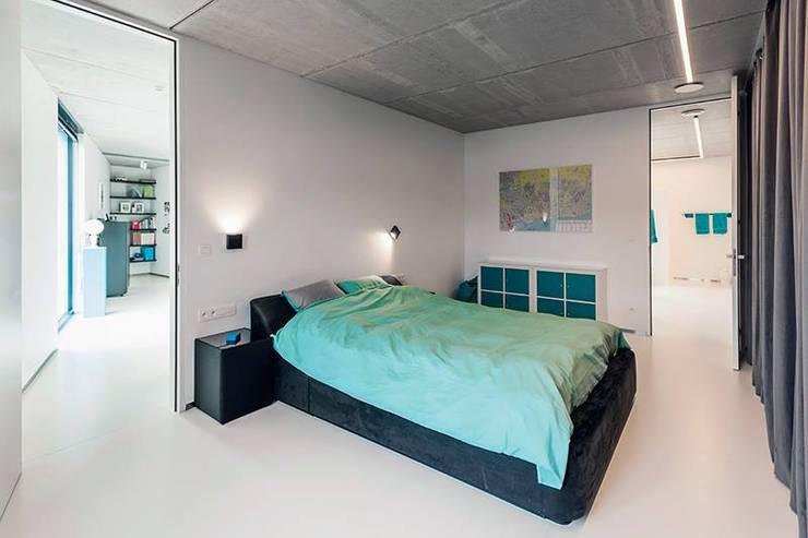 Nijsten - Vandeput:  Slaapkamer door Architectenbureau Dirk Nijsten bvba