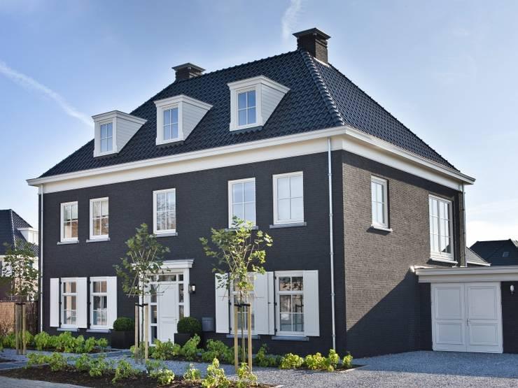 Casas de estilo  por Groothuisbouw Emmeloord
