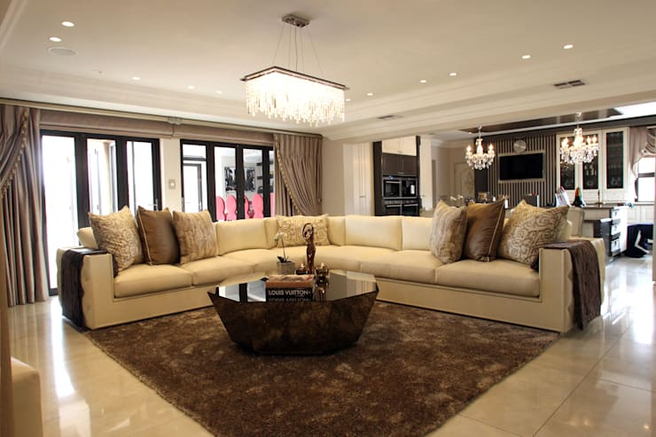 Ebotse Estate:  Living room by Tru Interiors