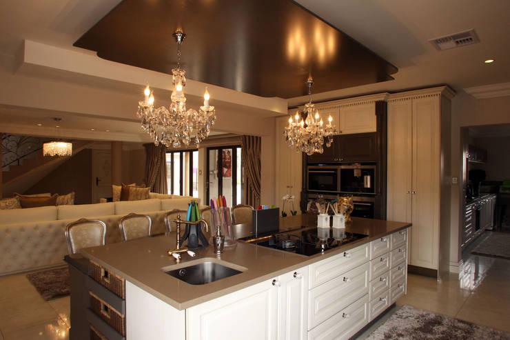 Ebotse Estate:  Kitchen by Tru Interiors, Classic