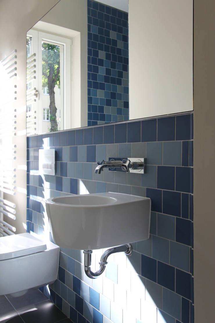 Phòng tắm theo brandt+simon architekten, Hiện đại Gạch ốp lát