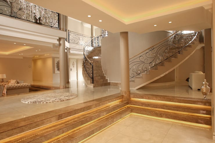 Ebotse Estate:  Corridor & hallway by Tru Interiors, Classic