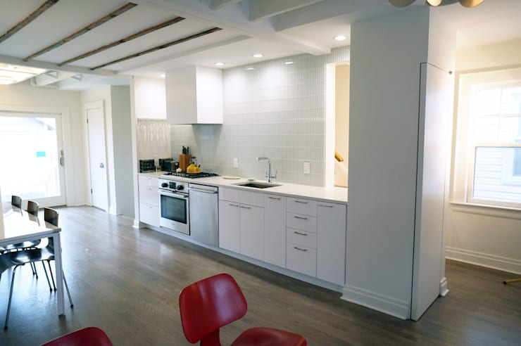 NY Metro- Kitchen and Living Spaces :  Kitchen by Atelier036