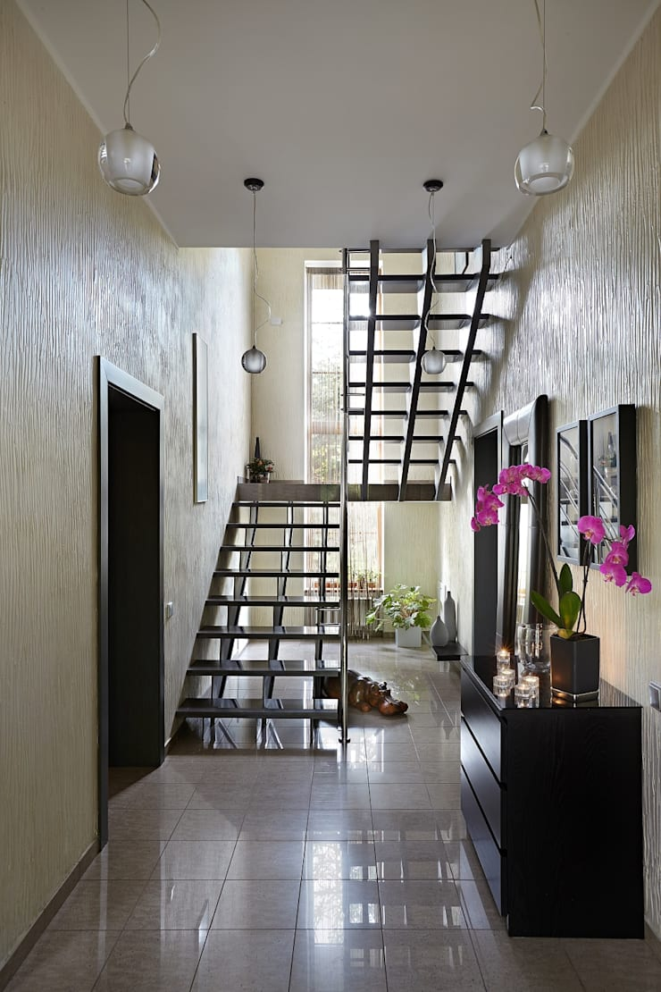Modern Corridor, Hallway and Staircase by Irina Derbeneva Modern
