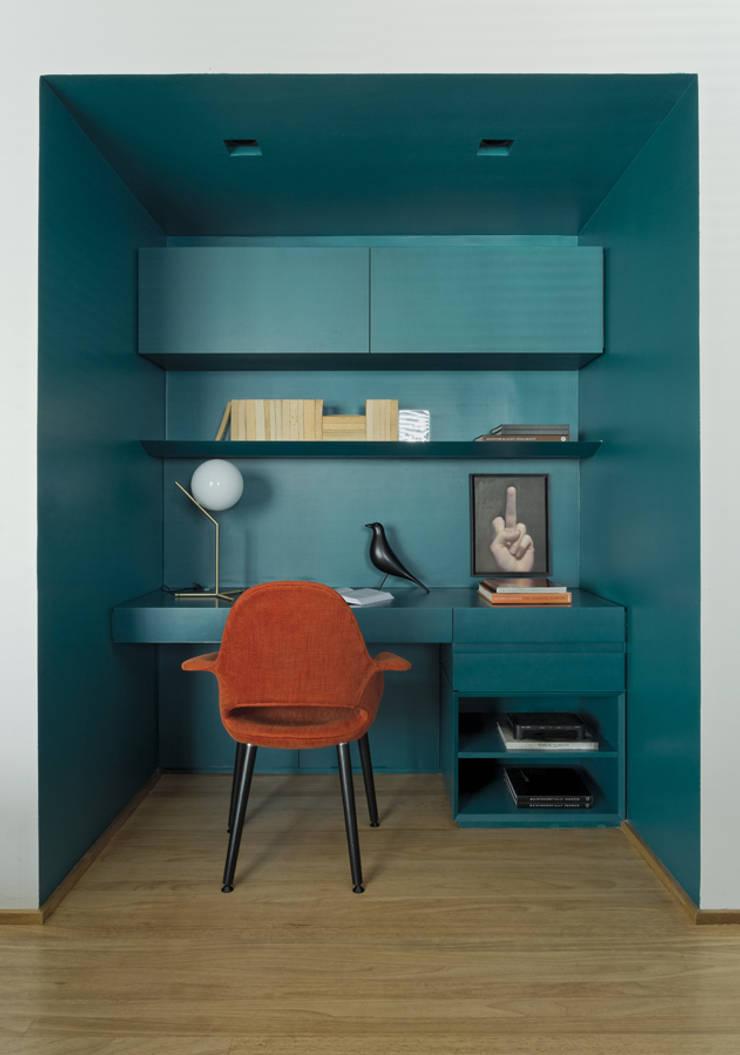 Study/office by DIEGO REVOLLO ARQUITETURA S/S LTDA.