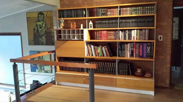 Biblioteca Bar: Estudio de estilo  por Reforma Arquitectura y Construcción SpA
