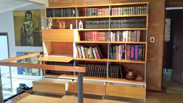 Biblioteca – Bar: Salas de estilo  por Reforma Arquitectura y Construcción SpA