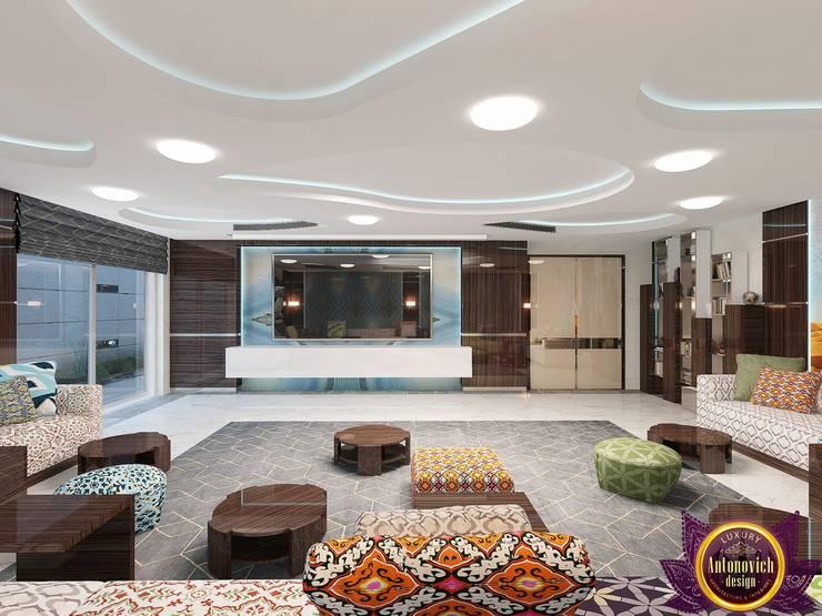   Harmony of modern comfort of Katrina Antonovich:  Living room by Luxury Antonovich Design