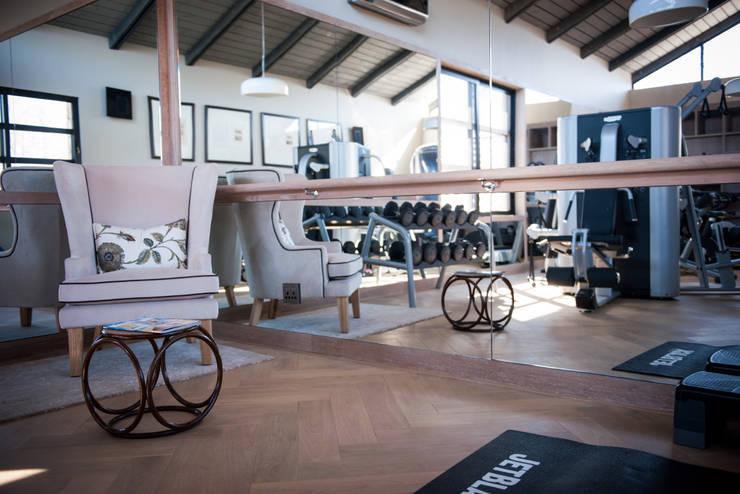 Upmarket home in Johannesburg:  Gym by Kim H Interior Design, Eclectic