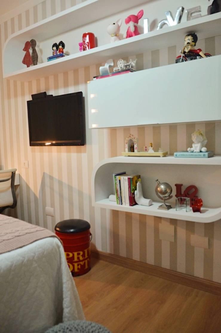 Klassische Schlafzimmer von Cris Nunes Arquiteta Klassisch