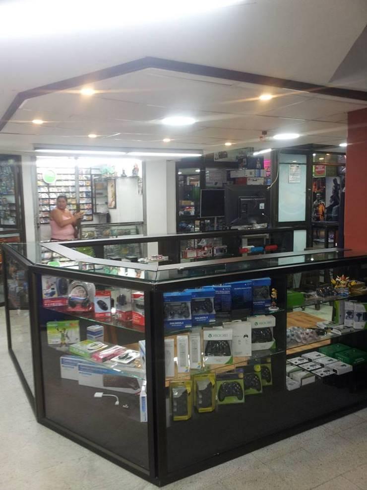 Lojas e Espaços comerciais modernos por plexo estructuras Moderno