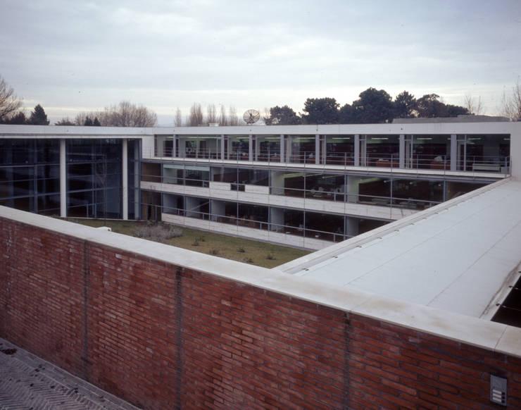 Planetário e Centro de Astrofísica do Porto: Casas  por José Soares Arquitecto LDA