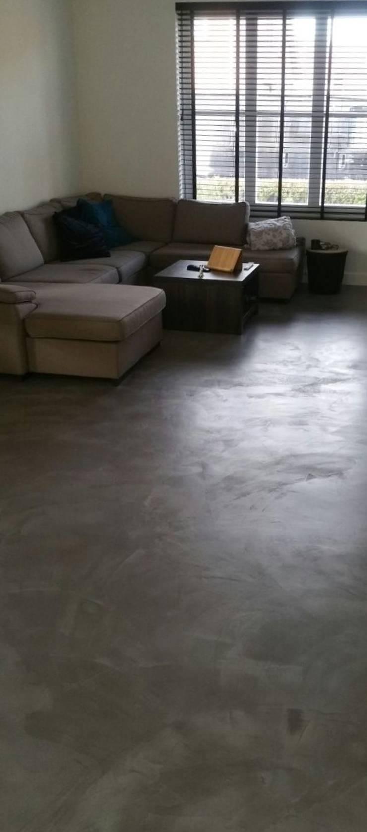 woonbeton van betonmarmer:  Woonkamer door stucamor