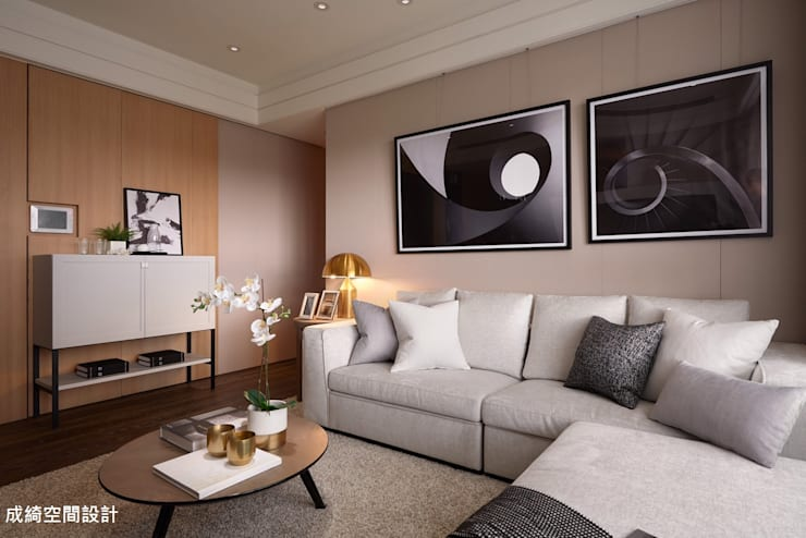 Living room by 成綺空間設計