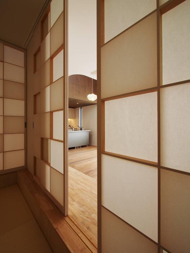 障子: イシウエヨシヒロ建築設計事務所 YIA が手掛けた和室です。