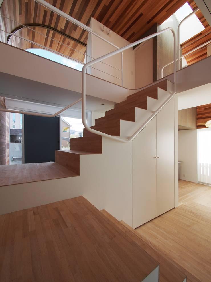 階段: イシウエヨシヒロ建築設計事務所 YIA が手掛けた階段です。