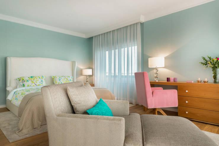 Dormitorios de estilo  de Stoc Casa Interiores
