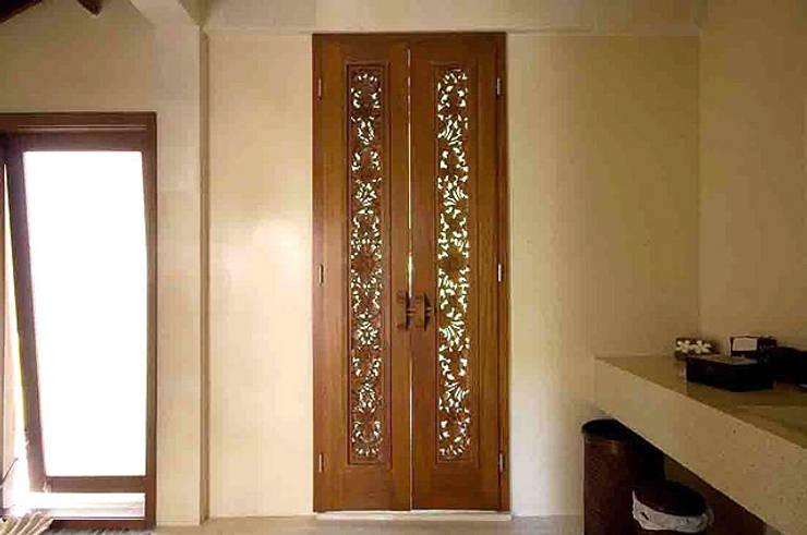Puertas y ventanas de estilo  por Ale debali study