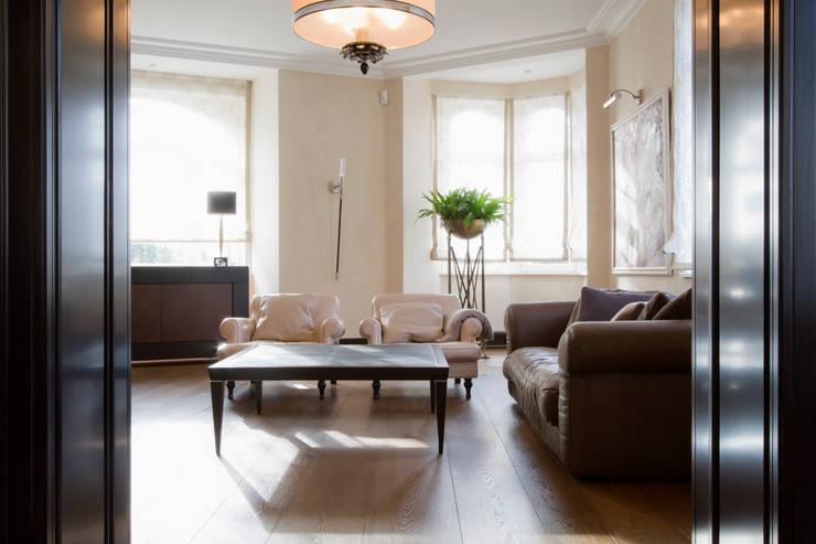 Ruang Keluarga by innen_architekten BALS + WIRTH