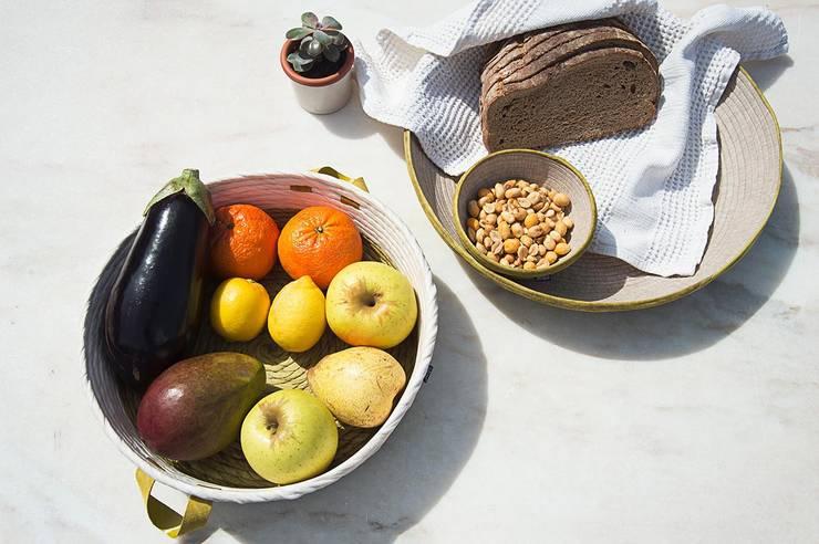 Lillium White tini basket & Avocado plate: Casa  por Jinja