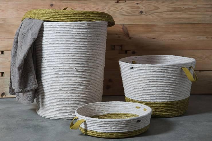 Lilium White Baskets: Casa  por Jinja