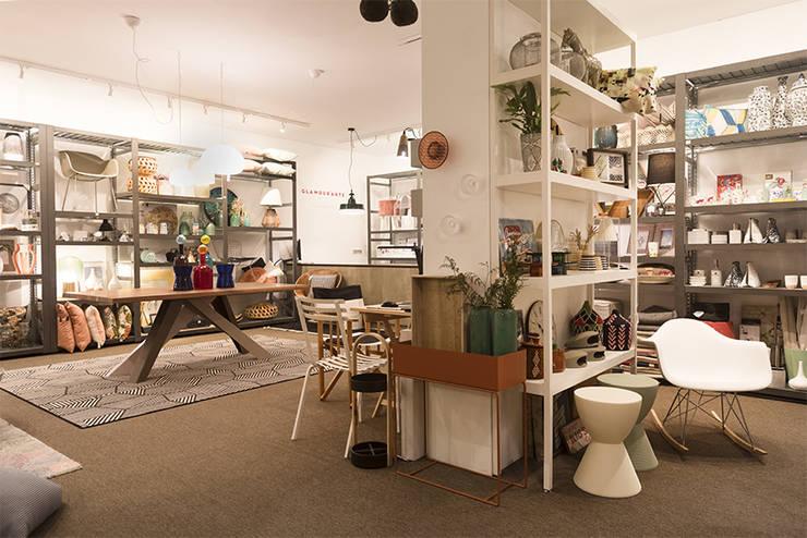 Loja –  Matosinhos: Sala de estar  por Glamour'arte