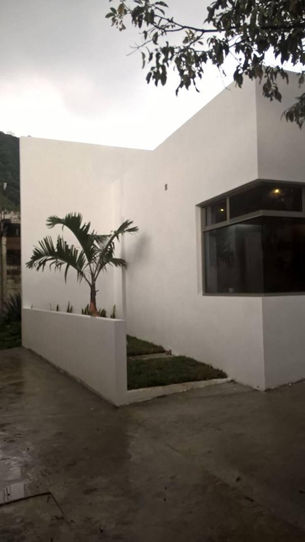 casa q-bo:  de estilo  por FEEL ARQUITECTOS